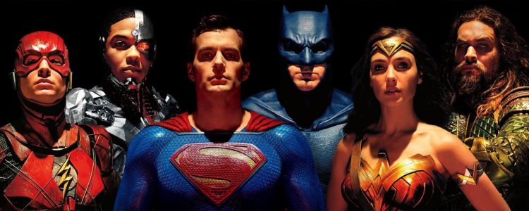 Justice League:  Superman s'affiche enfin avec Batman, Wonder Woman, Flash