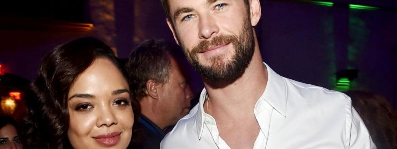 Men in Black, le spin-off:  Chris Hemsworth partage une photo du tournage avec Tessa Thompson