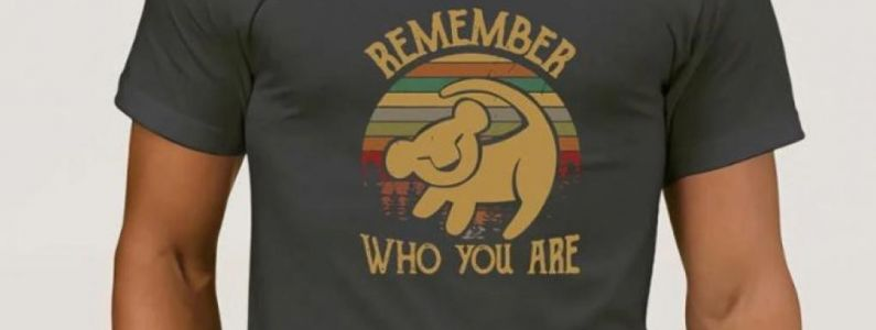 "Bon Plan Le Roi Lion :  Le t-shirt ""Remember who you are"", signé Rafiki"