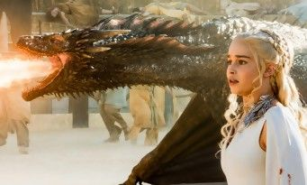 Emilia Clarke se fait tatouer des dragons pour la fin de Game Of Thrones