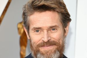 "Willem Dafoe sera le père d'Anne Hathaway dans ""The Last Thing He Wanted"""