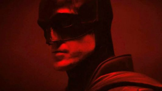 The Batman:  le costume de Robert Pattinson se dévoile entièrement